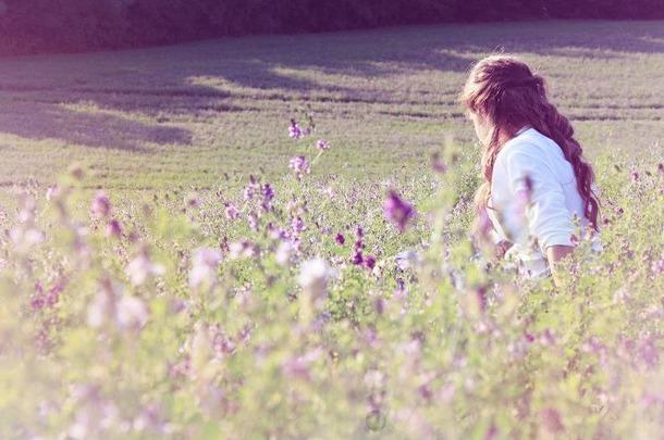 Favim.com-field-gaia2313-girl-hill-summer-408267